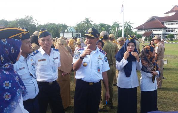 Pengarahan Kadishub sesaat setelah pelaksanaan Apel Mingguan di Halaman kantor Gubernur Kepulauan Bangka Belitung