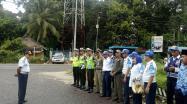 Pengarahan Ketua Tim Kabid Perhubungan Darat,  Marhamzah, SH sebelum pelaksanaan Pemeriksaan Surat-Surat Kendaraan